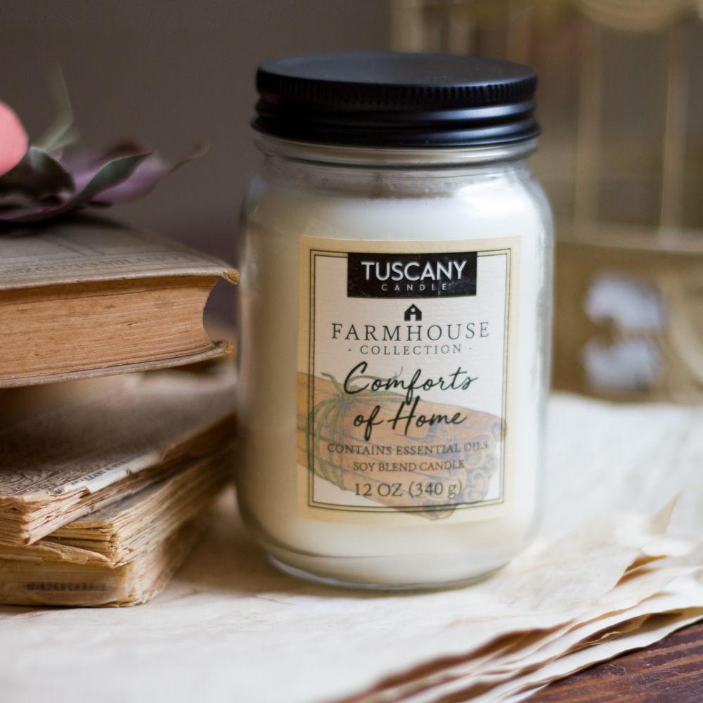 Candela-Comforts-of-home-cannella,-noce-moscata-e-pepe-della-Giamaica-Tuscany-Candle