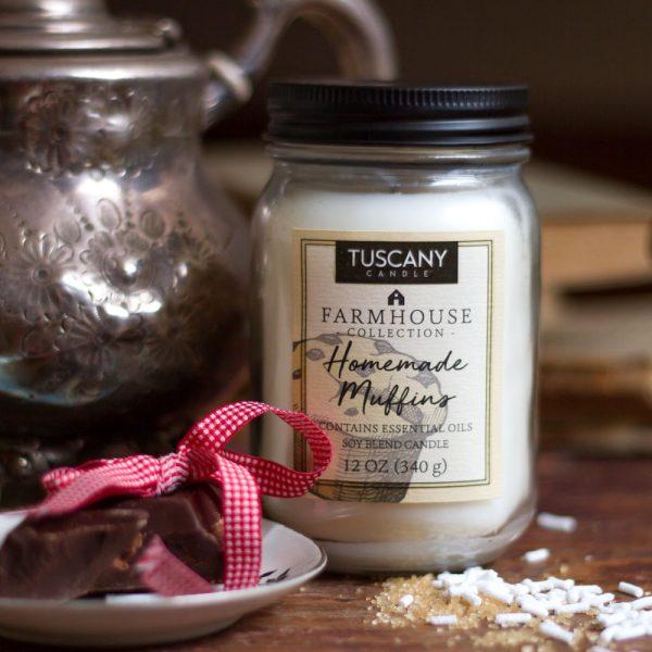 "Candela ""Homemade muffin"": mandorla, miele, avena e burro | Tuscany Candle"