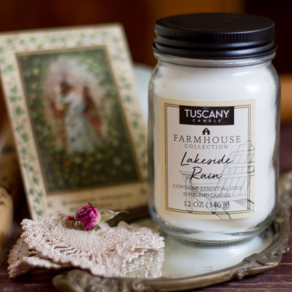 Candela Lakeside note di pioggia fresca e luce del sole Tuscany Candle